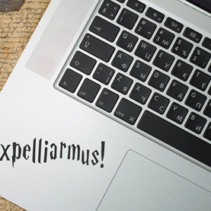 HP Macbook Expelliarmus Sticker 1